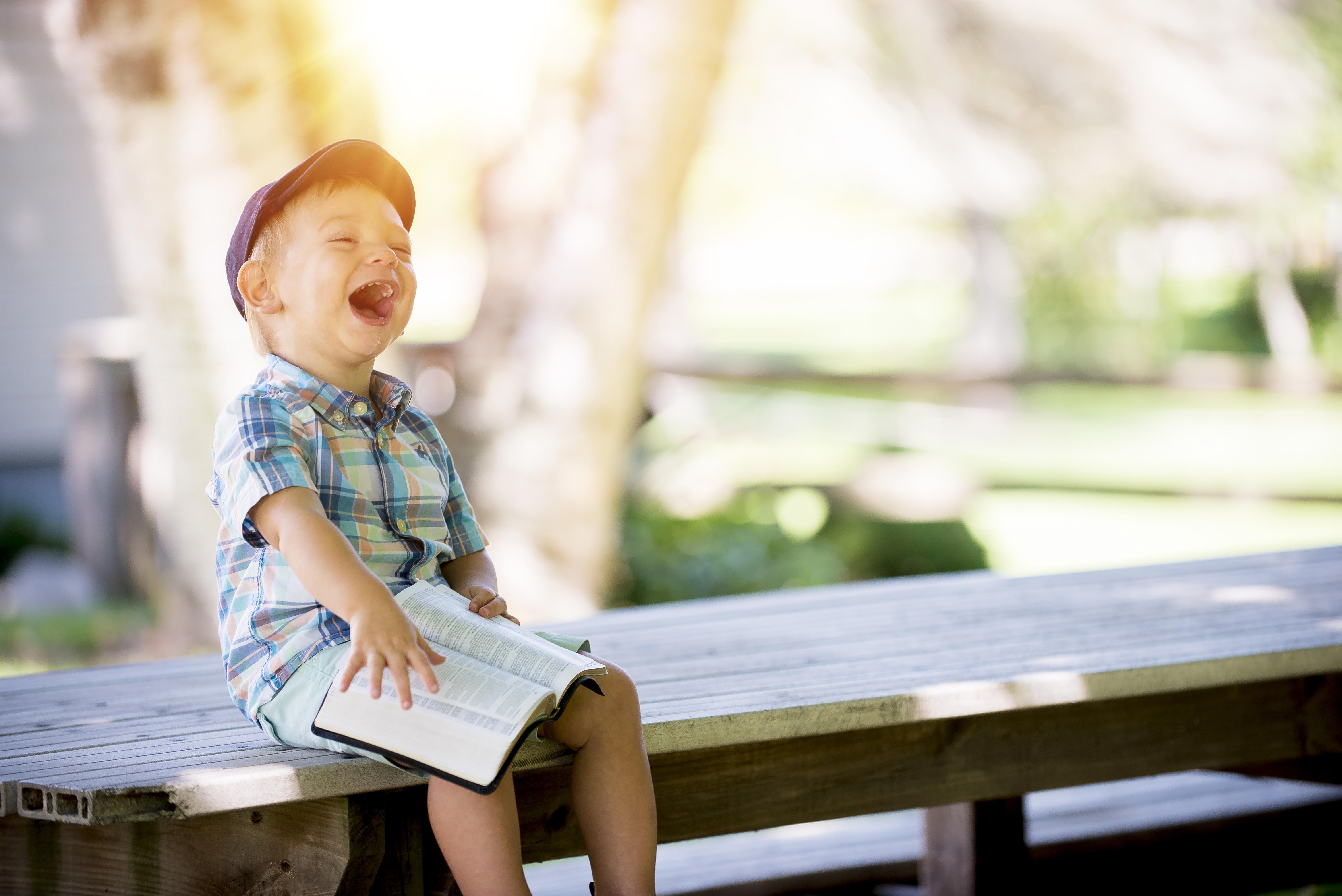 Die Sehleistung von Kindern – Wann ist ein Besuch beim Augenarzt nötig?